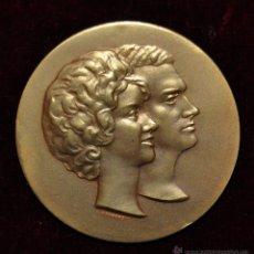 Medallas históricas: MONEDA CONMEMORATIVA JUAN CARLOS DE BORBON Y PRINCESA SOFIA DE GRECIA .14 DE MAYO 1962. DE CALICÓ. Lote 55063318