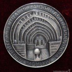 Medallas históricas: MEDALLA EN PLATA DE LA BIBLIOTECA CENTRAL DE LA DIPUTACION PROVINCIAL DE CATALAUNYA. MCMLXIV. Lote 56647885