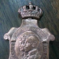 Medallas históricas: MEDALLA HOMENAGE DE LOS AYUNTAMIENTOS A LOS REYES (ALFONSO XIII) AÑO 1926. Lote 55789209