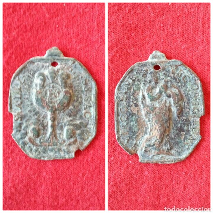 RARA MEDALLA RELIGIOSA CALIZ SAGRADO SIGLO XVII (Numismática - Medallería - Histórica)