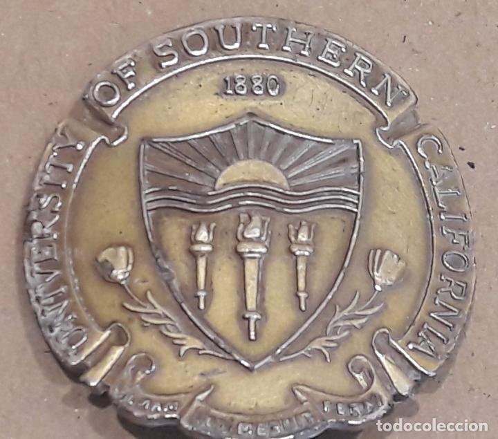 RARA Y CURIOSA MEDALLA. UNIVERSITY OF SOUTHERN CALIFORNIA - 1880. LA PIEZA ESTÁ DOBLADA. (Numismática - Medallería - Histórica)