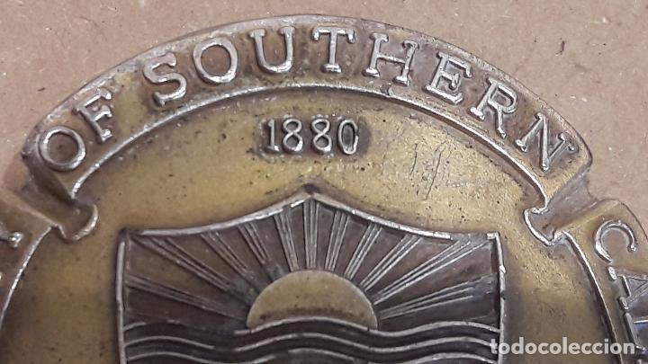 Medallas históricas: RARA Y CURIOSA MEDALLA. UNIVERSITY OF SOUTHERN CALIFORNIA - 1880. LA PIEZA ESTÁ DOBLADA. - Foto 2 - 75304903