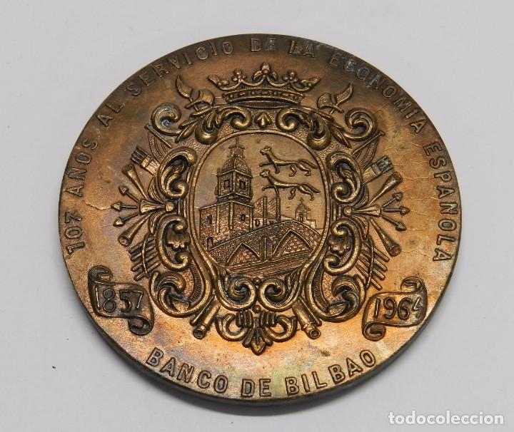 Medallas históricas: MONEDA DEL BANCO INDUSTRIAL DE BILBAO, TRADICION PROGRESO, 107 AÑOS, MIDE 7,7 CMS DE DIAMETRO. - Foto 2 - 76582303