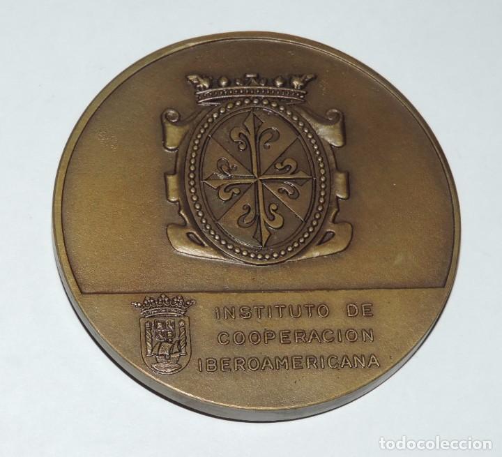 Medallas históricas: MEDALLA CONMEMORATIVA DE FRAY BARTOLOME DE LAS CASAS, 1474 / 1566, INSTITUTO DE COOPERACION IBEROAME - Foto 2 - 195364565