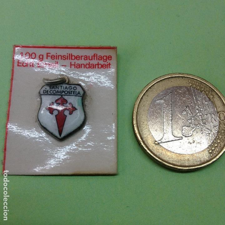 Medallas históricas: PEQUEÑA MEDALLA DE SANTIAGO DE COMPOSTELA-baño de plata fina, trabajo manual de esmalte genuino - Foto 2 - 83310308