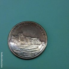 Medallas históricas: MEDALLA DE BAMBURGH CASTLE - CASTILLO NORTHUMBERLAND, INGLATERRA. DORSO THE BAMBURGGH BEAST 650 AD. Lote 83311744