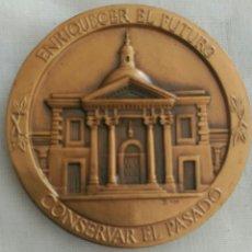 Medallas históricas: MEDALLA ENRIQUECER EL FUTURO, CONSERVAR EL PASADO. TOMÁS BATISTA. INSTITUTO DE CULTURA D PUERTO RICO. Lote 90063470