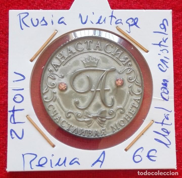 MONEDA RUSA VINTAGE - MONEDA DE COLECCION - REINA A - MONEDA DE METAL CON INCRUSTACION DE CRISTALES (Numismática - Medallería - Histórica)
