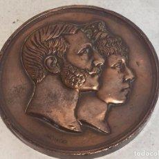 Medallas históricas: MEDALLA DE MANO BRONCE BODA ALFONSO XII MARÍA CRISTINA DE AUSTRIA NOVIEMBRE 1879 BASÍLICA ATOCHA 7CM. Lote 95432643