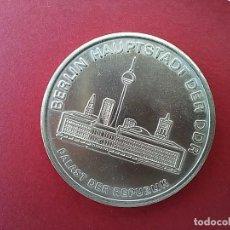 Medallas históricas: MEDALLA CONMEMORATIVA OCTUBRE ROJO DE LA JUVENTUD LIBRE ALEMANA. FDJ. ALEMANIA ORIENTAL.1977.. Lote 96314339