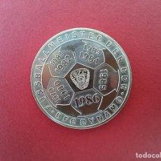 Medallas históricas: MEDALLA CONMEMORATIVA DEL CLUB DE FÚTBOL BFC DYNAMO DE BERLÍN. ALEMANIA ORIENTAL.1986.. Lote 96315139