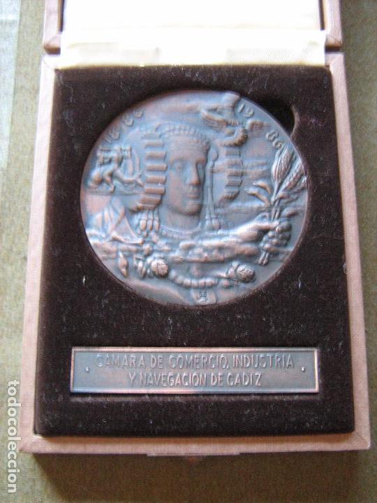 MEDALLA CONMEMORATIVA DE 100 AÑOS CAMARAS DE COMERCIO INDUSTRIA Y NAVEGACION - CADIZ - VER FOTOS (Numismática - Medallería - Histórica)
