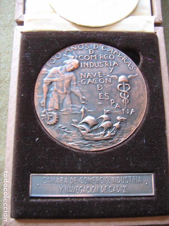 Medallas históricas: MEDALLA CONMEMORATIVA DE 100 AÑOS CAMARAS DE COMERCIO INDUSTRIA Y NAVEGACION - CADIZ - VER FOTOS - Foto 2 - 97147003