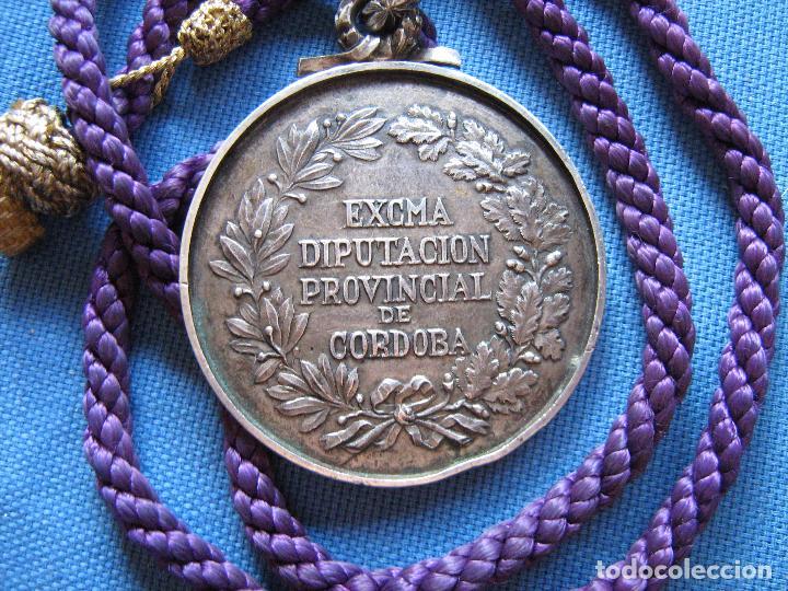 Medallas históricas: MEDALLA DE PLATA DE LEY CON CONTRASTE DE LA DIPUTACION PROVINCIAL DE CORDOBA - PESO 120 GR - Foto 2 - 99455411