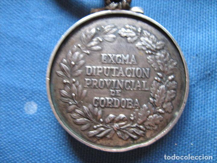 Medallas históricas: MEDALLA DE PLATA DE LEY CON CONTRASTE DE LA DIPUTACION PROVINCIAL DE CORDOBA - PESO 120 GR - Foto 5 - 99455411