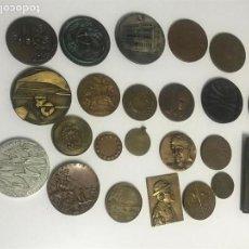 Medallas históricas: LOTE O COLECCIÓN DE 22 MEDALLAS ESPAÑOLAS Y EXTRANJERAS. MEDALLAS CONMEMORATIVAS DE BRONCE. Lote 100272451