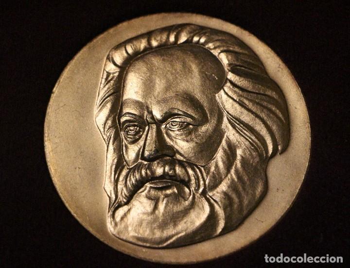 Medallas históricas: estuche con tres medallas con la efigie de Marx Engels y Lenin rda años 60-70 - Foto 2 - 103875995