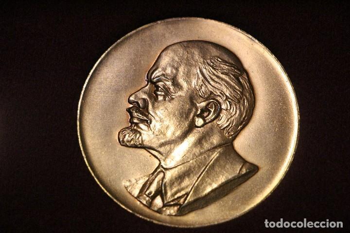 Medallas históricas: estuche con tres medallas con la efigie de Marx Engels y Lenin rda años 60-70 - Foto 3 - 103875995