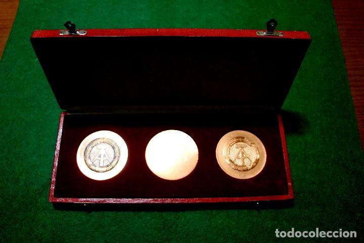 Medallas históricas: estuche con tres medallas con la efigie de Marx Engels y Lenin rda años 60-70 - Foto 5 - 103875995