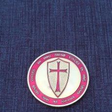 Medallas históricas: MONEDA DORADA CABALLEROS TEMPLARIOS. Lote 104090655