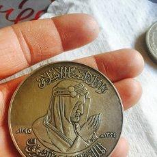 Medallas históricas: BONITA MEDALLA EN PLATA ARABIA SAUDITA. Lote 107747306