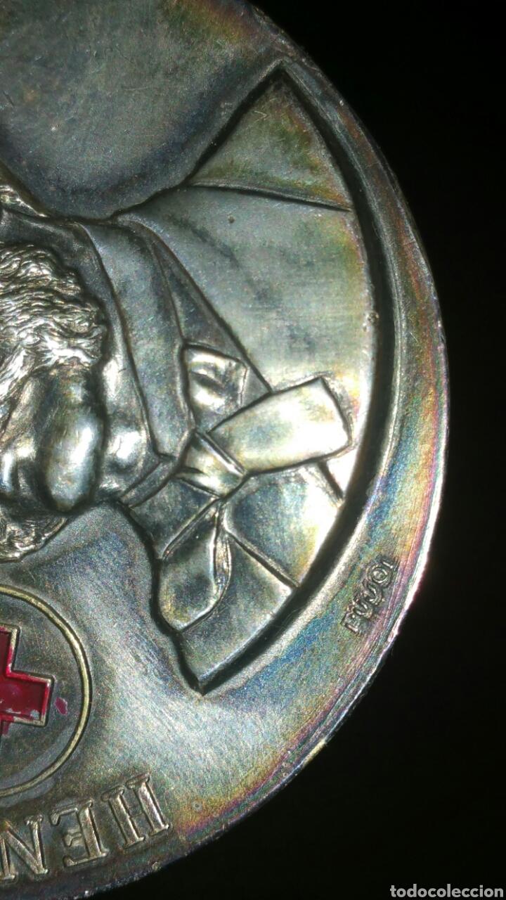 Medallas históricas: Antigua medalla de plata Henry Dunant Cruz Roja Española Día Mundial 8 de mayo 1980 Madrid - Foto 2 - 108723728