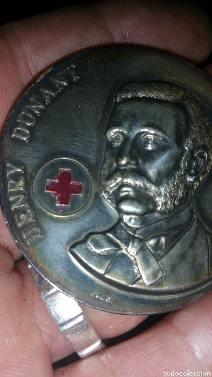 Medallas históricas: Antigua medalla de plata Henry Dunant Cruz Roja Española Día Mundial 8 de mayo 1980 Madrid - Foto 4 - 108723728