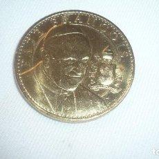 Médailles historiques: MEDALLA PAPA FRANCISCO DORADA. Lote 109092483