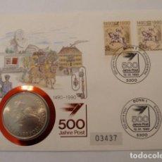 Medallas históricas: RARA MEDALLA EN SOBRE PRIMER DIA 500 AÑOS CORREOS THURN UND TAXIS DE 1990 NUMERADA, PESA 28 GRS. . Lote 109294403