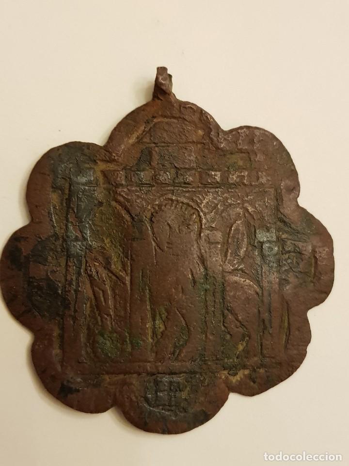 PINJANTE GÓTICO DE COBRE DE 8 LÓBULOS. LEÓN ALADO, SAN MARCOS BAJO TRES ARCOS. SIGLO XIV-XV (Numismática - Medallería - Histórica)