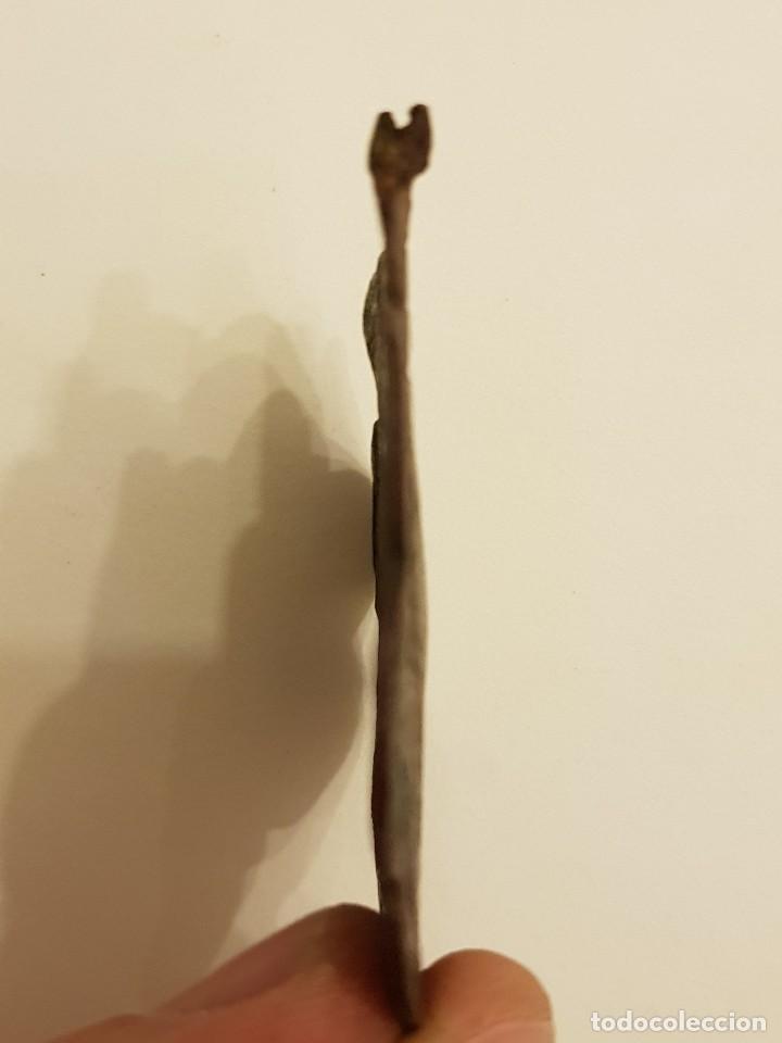 Medallas históricas: Pinjante gótico de cobre de 8 lóbulos. León alado, San Marcos bajo tres arcos. Siglo XIV-XV - Foto 5 - 111386187