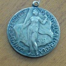 Medallas históricas: REPÚBLICA ESPAÑOLA, MEDALLA DE PLATA,OBSEQUIO MARTINI. Lote 112117903
