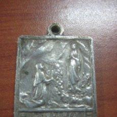 Medallas históricas: MEDALLA PLATEADA DE 1908 DE LA VIRGEN DE LOURDES CONMEMORATIVA DEL CINCUENTANARIO (1858-1908). Lote 113668795