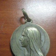 Medallas históricas: MEDALLA DE PLATA DE LA VIRGEN DE LOURDES FIRMADA POR ESCUDERO DE FINALES DEL SIGLO XIX. Lote 113705663
