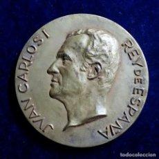 Medallas históricas: MEDALLA BRONCE REY JUAN CARLOS I, REY DE ESPAÑA, REV. 22 NOVIEMBRE MCMLXXV FIRMADO F CALICÓ. Lote 114387095