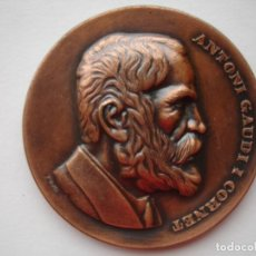 Medallas históricas: MEDALLA CONMEMORATIVA DE ANTONI GAUDI I CORNET. Lote 116686747
