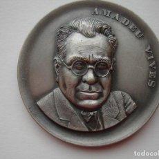 Medallas históricas: MEDALLA CONMEMORATIVA DE AMADEO VIVES. Lote 116686879