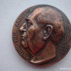 Medallas históricas: MEDALLA CONMEMORATIVA DE ANTONI VILA ARRUFAT 1974. Lote 116694903