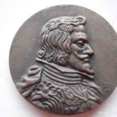 Medallas históricas: MEDALLA CONMEMORATIVA DE CARLOS II 1965. Lote 116868047