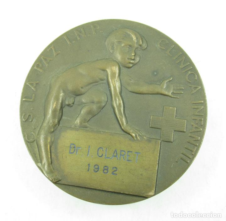 MEDALLA HONORÍFICA AL DOCTOR I. CLARET CLÍNICA INFANTIL LA PAZ, 1982. 6CM DIÁMETRO. (Numismática - Medallería - Histórica)