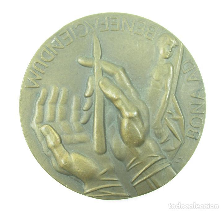 Medallas históricas: Medalla honorífica al doctor I. Claret clínica infantil La Paz, 1982. 6cm diámetro. - Foto 2 - 117188279