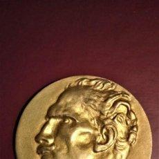 Medallas históricas: PLUMA ESTILOGRAFICA MONTBLANC,MEDALLA CONMEMORATIVA TRIBUTO DEL MUSICO ARTURO TOSCANINI,COLOR ORO. Lote 120968067