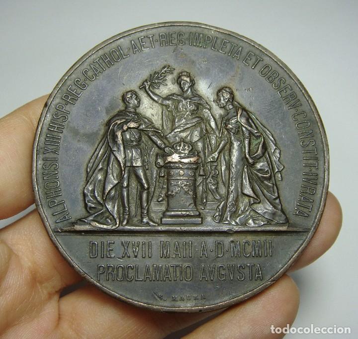 MEDALLA O MEDALLÓN MAYORÍA DE EDAD DE ALFONSO XIII, 1902 , GRABADOR: B. MAURA. (60 MM) (Numismática - Medallería - Histórica)