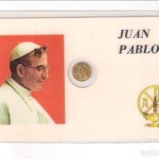 Medallas históricas: TARJETA DE JUAN PABLO I CON MEDALLA PEQUEÑA CON SU CARA EN EL ANVERSO Y PASTOR EN EL REVERSO. Lote 125322007