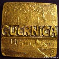 Medallas históricas: ESPAÑA. MEDALLA F.N.M.T. DEDICADA A GUERNICA. 1.983. BRONCE. Lote 128579811