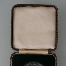 Medallas históricas: RARA MEDALLA KING GEORGE III REY JORGE III BENE MERENTI ACADEMIA ARTES EXPOSICION GOYA LONDRES 1963 . Lote 133599286