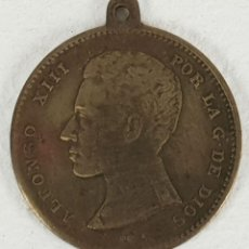 Medallas históricas: MEDALLA DE ALFONSO XIII. METAL DORADO. SIGLO XX. . Lote 133724182