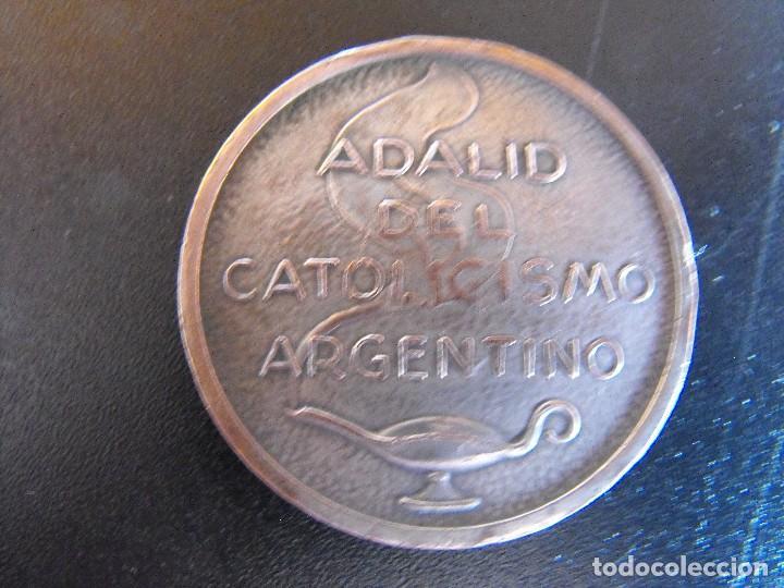 Medallas históricas: Medalla. Dr. Emilio Lamarca. Adalid del Catolicismo Argentino. 1944. - Foto 2 - 134360834