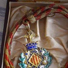 Medallas históricas: ANTIGUA MEDALLA AYUNTAMIENTO CONSTITUCIONAL VALENCIA EN CAJA. Lote 135747666