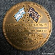 Medallas históricas: MEDALLA ARGENTINA ESMALTADA, FELICITACIÓN DE SIR E. MILLINGTON-DRAKE. Lote 137113822